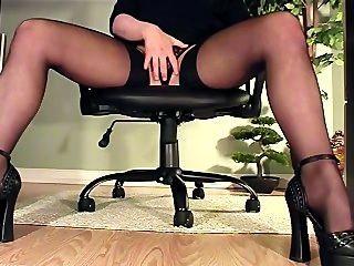 Secretária, sob, escrivaninha, vista, masturbação, calcanhares, meias