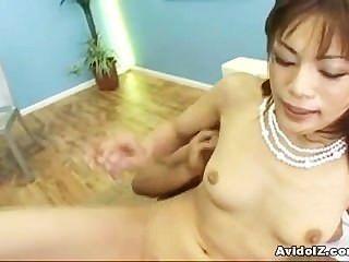 Japanese babe mika mizuno está fodendo para creampie