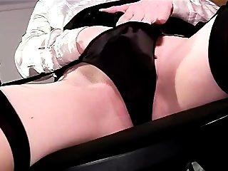 Sexy closeup panty jogar e masturbação na coxa alta meias