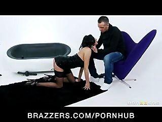 Big tit brunette milf slut em lingerie tiras e fode duro dick