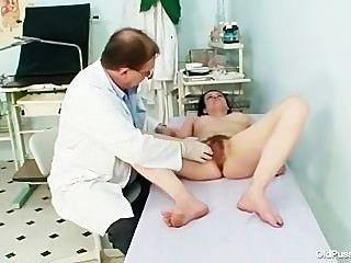 Madura helena pervertida exame peludo pussy