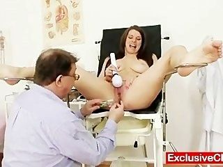 Mona lee extrema pussy speculum gaping em ginecologia