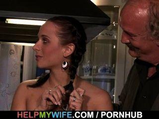 A esposa quente suga e fode o desconhecido