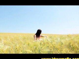 Correndo nu em um campo de sonhos