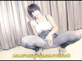 Adorável garota tailandesa grotescamente fodido por feio velho