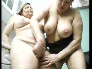 Antigas gordas lésbicas se divertem