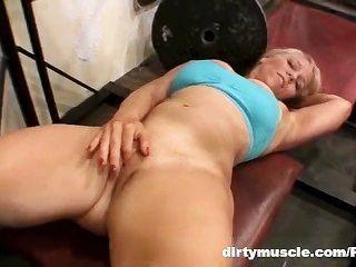Genie naked squats 2 de 2