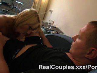 Marido assiste esposa e fode-a mais tarde