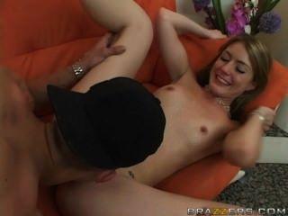 Ela foda o namorado da mamãe