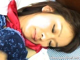 Handjobs sensual deste cutie japonês pechugón