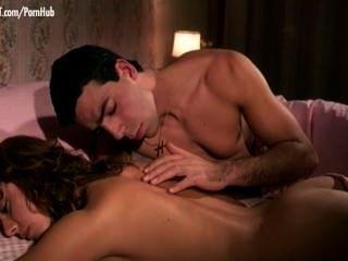 Marcella petrelli aka marcella petri brincando com seu bichano