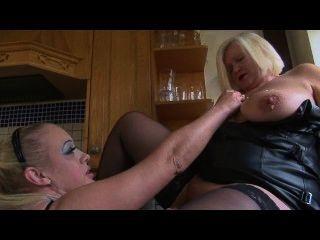 Sookie blues come banana um gilf maduro buceta e esfrega-lo tudo sobre ela