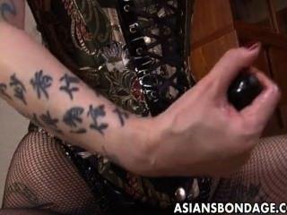 Áspera amante asiática ara a sua doce escrava