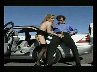 Madura prostituta perfurada no estacionamento