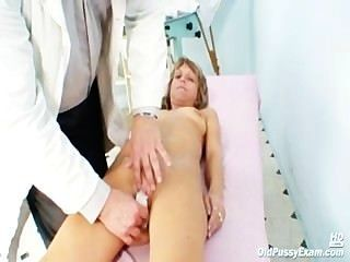Vladimira maduro pussy espéculo gyno exame
