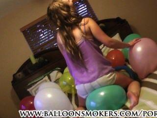 Verões de Samantha no primeiro balão que estala o vídeo