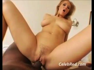 Busty bitch gets fucked por galo preto