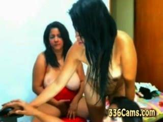3 raparigas descascando na webcam