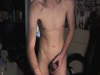 Tendo algum divertimento no estilo de solo de quarto na webcam