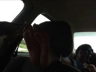 Pé de ébano cócegas no carro f / f