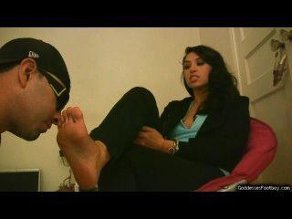 Scarletts pés