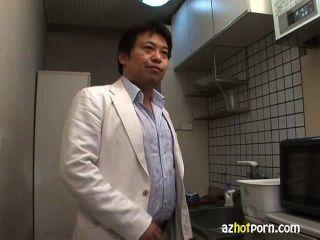 Creampie asiática yuri kousaka recebeu tratamentos faciais e deu