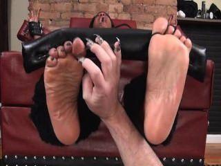 Pés para cima e pés oleados cócegas
