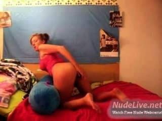 Muito quente amador loira adolescente auto prazer na webcam