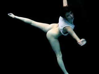 Subaquática ginástica nua flex petra
