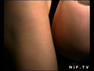 Slut francês em meias anal fodido em trio
