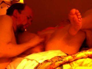 Sexo com acompanhante no quarto de hotel