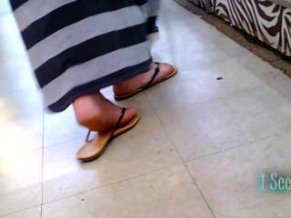 Longo vestido latina pés