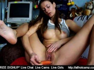 Webcam girl masturbates com uma cenoura sexchat girl livecamsex lesbian live
