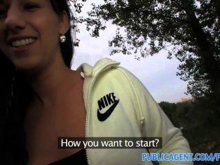 Publicagent hd menina de cabelos longos preto fodido ao ar livre