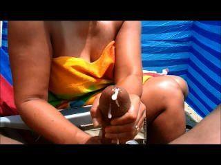 Milf handjobs grande galo na praia