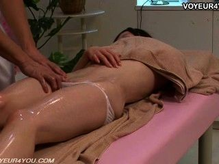 Terapeuta de massagem corporal despertar