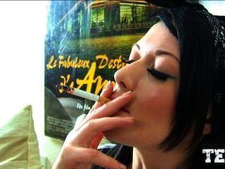 Fumando menina 2