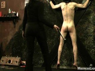 Femdom tortura em dungeon com senhora senhora jenny sádico