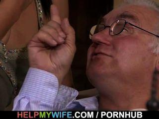 Marido velho olha sua esposa doce foder