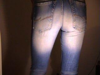 Gay em jeans muito apertados