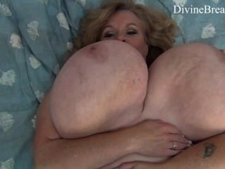 Busty blond bbw milf jiggles seu gigante big boobs suzie tem monster tits