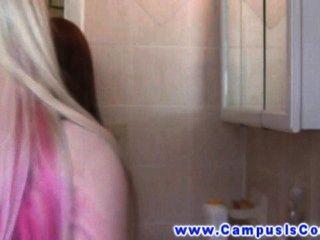 Babes teen universitário com fome chupar bichano um para o outro