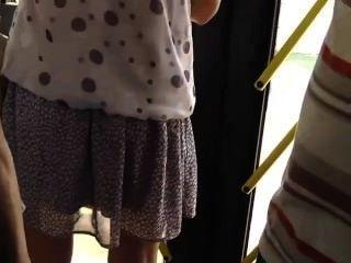 Espionando uma menina quente no ônibus