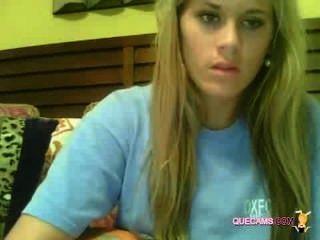 Menina deslumbrante desfrutar sessão webcam 9501