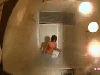Amável fêmea desfruta sessão webcam 9596