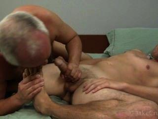 Dois cavalheiros com sexo oral