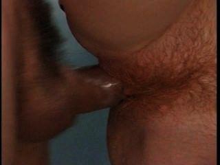 Hovea hot redhead chupa e fode no banheiro