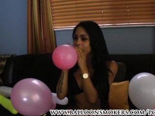 Latina sopra pop balão fetiche