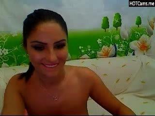 Morena com grandes tetas naturais na webcam