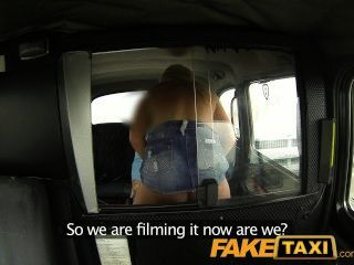 Faketaxi cock fome jovem loira em taxi anal